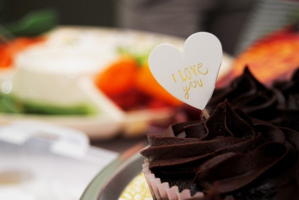 marriage proposal ideas with cakes