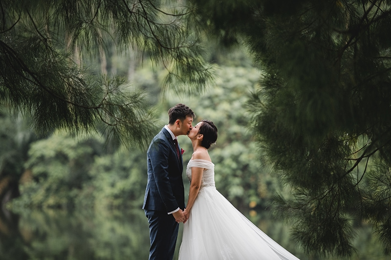 couple forest wedding